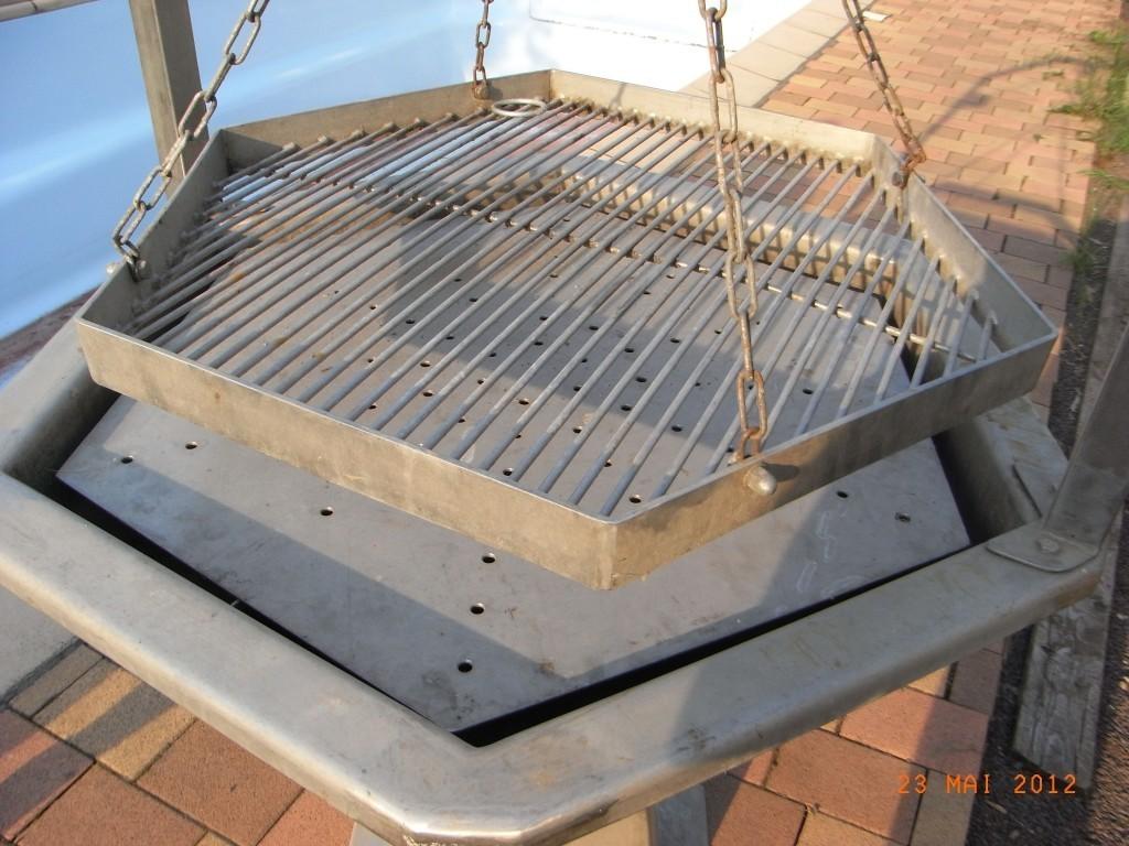 grill aus edelstahl weiteres design grill aus edelstahl ein designerst ck familien mangal. Black Bedroom Furniture Sets. Home Design Ideas