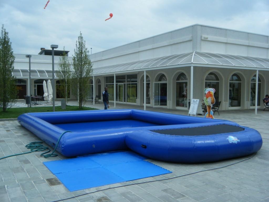 Aufblasbarer pool neuwertiges ausstellungsst ck 7x8m for Aufblasbarer pool