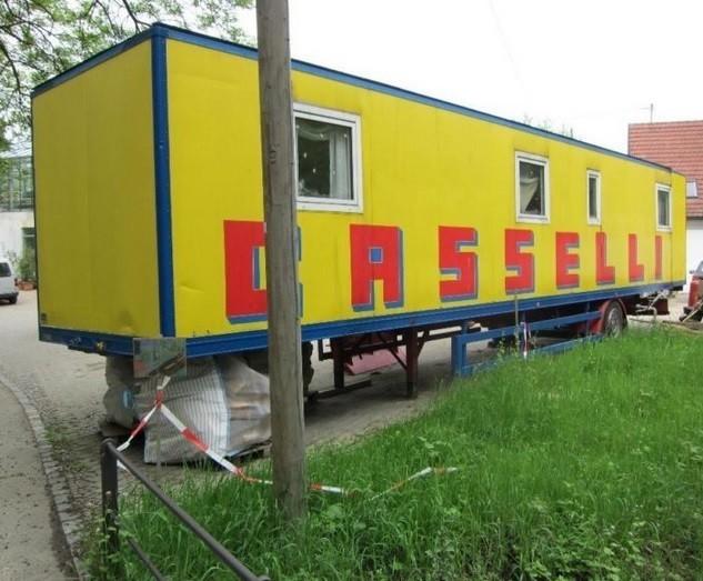 zirkuswagen auflieger zu verkaufen. Black Bedroom Furniture Sets. Home Design Ideas