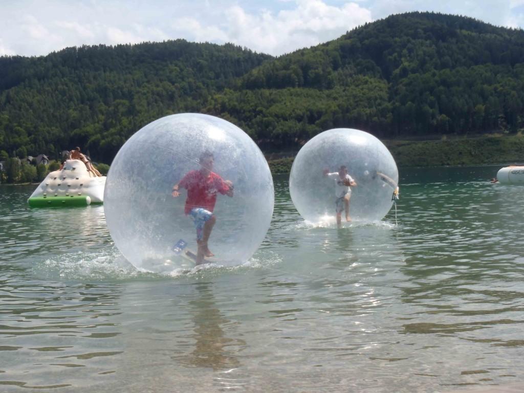 water walking ball aquazorbing wasserlaufball pool. Black Bedroom Furniture Sets. Home Design Ideas