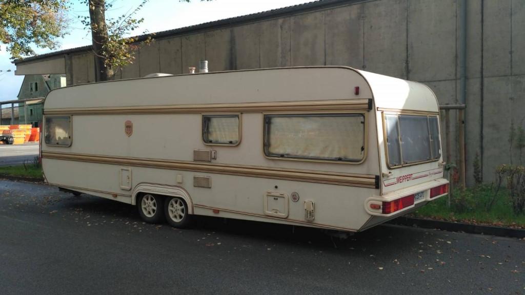 weippert camping in gepflegtem zustand mit t v und kinderzimmer. Black Bedroom Furniture Sets. Home Design Ideas