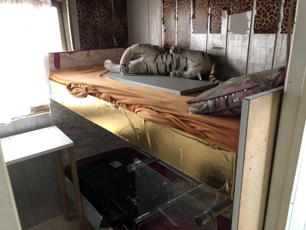 wohnwagen zum herrichten mit kinderzimmer. Black Bedroom Furniture Sets. Home Design Ideas